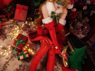解鎖圣誕福利 《非人學園》美艷白靈圣誕使者COS獻上